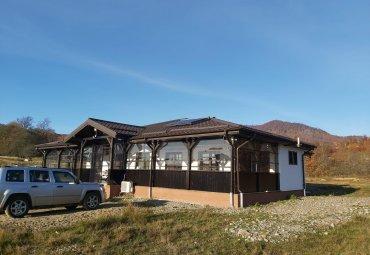 Nucsoara: pensiune 4 camere si 2000 mp teren