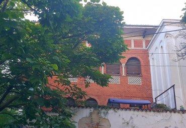 Apartament in vila cu anexe, teren si garaj  în Primaverii